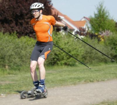 Korrekte Führung der Stöcke und Cross-Skates