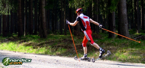 Cross-Skiroller in Aktion