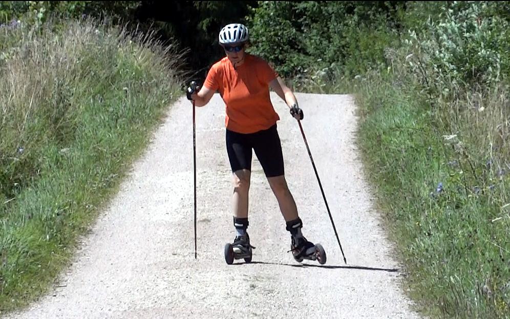 Auf Schotter bergauf ist Cross-Skating zwar anstrengend, aber geil