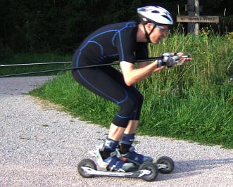 Sportbekleidung im Cross-Skate-Shop