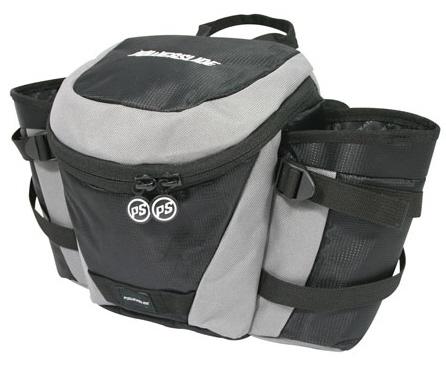Hüfttasch aus Kofferaum des Cross-Skater